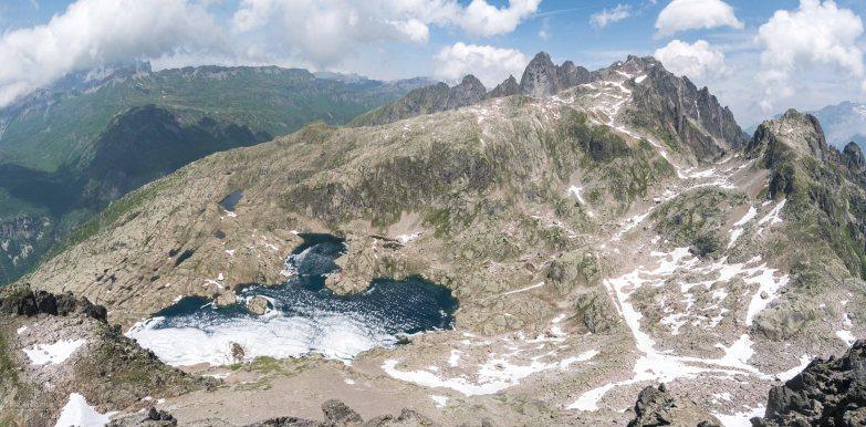 Du sommet de l'Aiguille de Charlanon de GàD: Fiz - Lac du Cornu - Aiguille du Pouce - Aiguille de la glière - Col de la glière